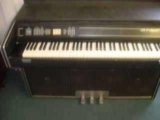 Roland MP 700 Suitcase Model Keyboard with Speakers