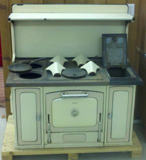 ANTIQUE MAJESTIC WOOD COOK STOVE WITH LEGS VERY GOOD SHAPE USED VERY
