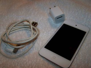 Apple iPod Touch 4th Generation 8GB White Very Good Condition