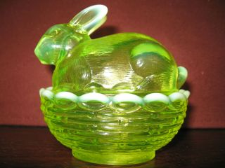 Vaseline opalescent glass bunny rabbit uranium on nest basket dish