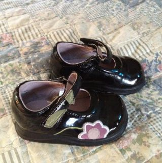 Infant Girl Size 4 Black Dress Shoes with Flower Design  Great