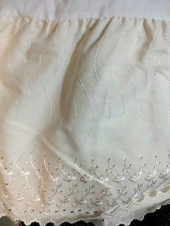 Springs Queen Size Off White Bed Skirt Dust Ruffle  Eyelet Lace 13