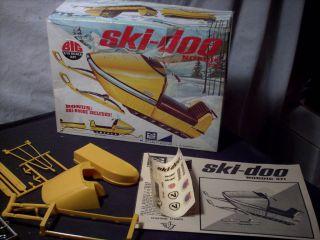 Model Kit Ski Doo Nordic 371 w/Ski Boose