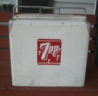 VINTAGE PROGRESS 7UP SODA POP WHITE ADVERTISING METAL CHEST COOLER