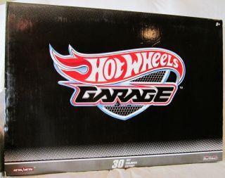 Hot Wheels Garage 30 Car Set Real Riders  2011