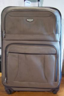 PIECE NAVIGATOR LUGGAGE 29 & 25 UPRIGHT 21 CARRY ON SPINNER WHEELS