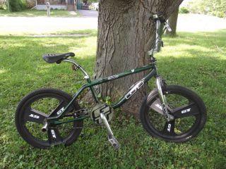 School BMX GT Performer Bicycle Bike Mag Wheels 95 Original WOW