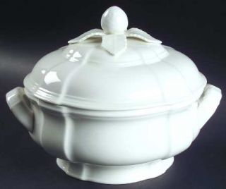 Villeroy & Boch Chambord (White,Fine China,Germany) Round Covered Vegetable, Fin